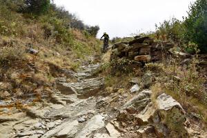 Steile Abfahrt mit dem Mountainbike
