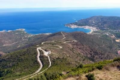 Berge und Meer mit Belchenradler in Katalonien